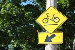 Segnale stradale del percorso della bicicletta Fotografia Stock Libera da Diritti