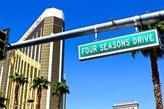 Segnale stradale dell'azionamento di Four Seasons fotografia stock libera da diritti