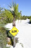 Segnale stradale dell'isola dei Caraibi fotografia stock