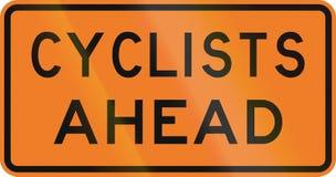 Segnale stradale della Nuova Zelanda - ciclisti avanti Fotografia Stock Libera da Diritti