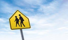 Segnale stradale della scuola con lo spazio della copia del cielo Immagine Stock Libera da Diritti