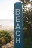 Segnale stradale della spiaggia Immagine Stock