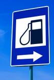 Segnale stradale della stazione del combustibile fotografia stock libera da diritti