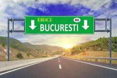 Segnale stradale di Bucuresti sulla strada principale Fotografia Stock