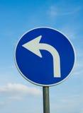 Segnale stradale di girata di sinistra fotografia stock libera da diritti
