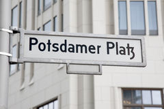 Segnale stradale di Potsdamer Platz, Berlino Immagine Stock