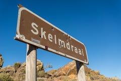 Segnale stradale di Skelmdraai, passaggio di Swartberg, Sudafrica Fotografie Stock