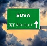 Segnale stradale di SUVA contro chiaro cielo blu fotografia stock libera da diritti