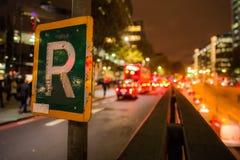 Segnale stradale e Bokeh Immagini Stock Libere da Diritti