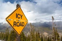 Segnale stradale ghiacciato Fotografia Stock