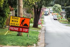 Segnale stradale: Lavoro stradale avanti Prepari arrestarsi Fotografie Stock Libere da Diritti