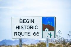 Segnale stradale lungo l'itinerario storico 66 fotografia stock libera da diritti