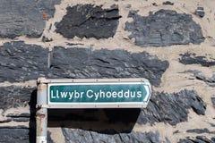 Segnale stradale nella lingua di Lingua gallese, Conwy, Galles, Regno Unito Fotografia Stock