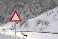 Segnale stradale in neve Fotografie Stock Libere da Diritti