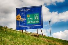 Segnale stradale per Svilajnac e Belgrado Fotografie Stock