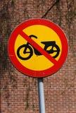 Segnale stradale proibito veicoli del ciclomotore fotografie stock