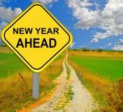 Segnale stradale rosso del nuovo anno avanti - rappresentazione 3d Fotografia Stock