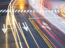 Segnale stradale su asfalto fotografie stock