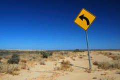 Segnale stradale su una strada rurale Fotografia Stock