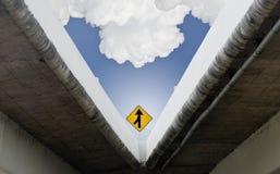 Segnale stradale sul viadotto ad alta velocità Fotografie Stock