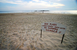 Segnaletica di sicurezza della spiaggia Immagini Stock