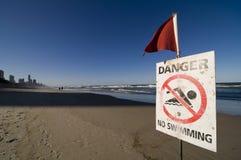 Segnaletica di sicurezza - il pericolo nessun nuoto Immagine Stock