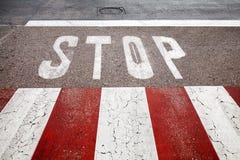 Segnaletica stradale del passaggio pedonale Fotografie Stock Libere da Diritti