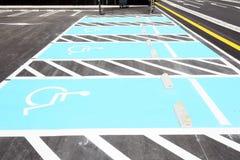 Segnaletica stradale per parcheggio disabile Fotografie Stock Libere da Diritti