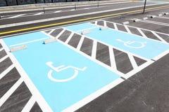 Segnaletica stradale per parcheggio disabile Fotografia Stock Libera da Diritti