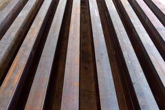 Segnali arrugginiti sistemati nelle file Fotografie Stock Libere da Diritti
