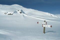 Segnali nella neve, Pale di San Martino Immagine Stock