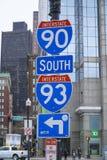 Segnali stradali a 90 da uno stato all'altro ed I 93 a Boston - BOSTON, MASSACHUSETTS - 3 aprile 2017 Fotografia Stock Libera da Diritti