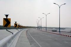 Segnali stradali, indicare con svolta a destra Fotografia Stock Libera da Diritti