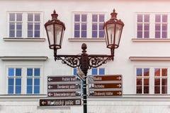Segnali stradali per i turisti nella citt? di Praga fotografia stock libera da diritti