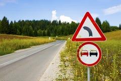 Segnali stradali su un countryroad Immagine Stock