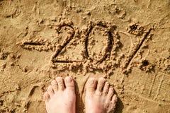 segnare 20 scritta sulla sabbia Immagini Stock Libere da Diritti