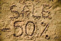 segnare 50 scritta sulla sabbia Immagini Stock