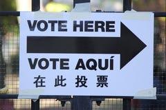 Segni al sito di voto a New York Fotografia Stock Libera da Diritti