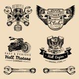 Segni del club del motociclista di vettore Logos di riparazione del motociclo messo Etichette del garage schizzate retro mano Emb Fotografie Stock