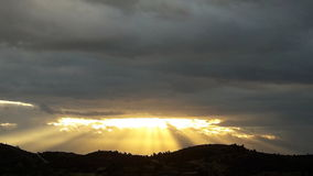 Segni del dio di alba del sole di speranza del cielo nuvoloso Fotografia Stock Libera da Diritti