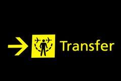 Segni dell'aeroporto - trasferimento immagini stock libere da diritti