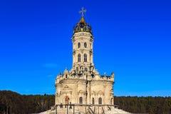 Segni della chiesa del vergine benedetto in Dubrovitsy fotografia stock