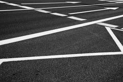 Segni della freccia come segnaletiche stradali su una via Fotografia Stock Libera da Diritti