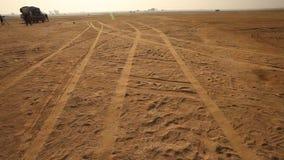 Segni della gomma nel deserto archivi video