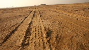 Segni della gomma nel deserto video d archivio