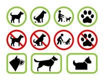 Segni della restrizione e del permesso per quanto riguarda i cani di animale domestico Fotografie Stock Libere da Diritti