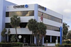 Segni di Chase Bank sull'edificio per uffici Immagine Stock Libera da Diritti