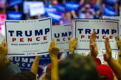 Segni di penny di Trump a raduno in Pensilvania Fotografia Stock Libera da Diritti
