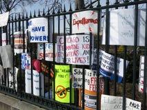 Segni di protesta contro violenza armata Fotografia Stock