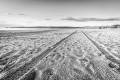 Segni di Tiro sulla spiaggia abbandonata Fotografie Stock Libere da Diritti